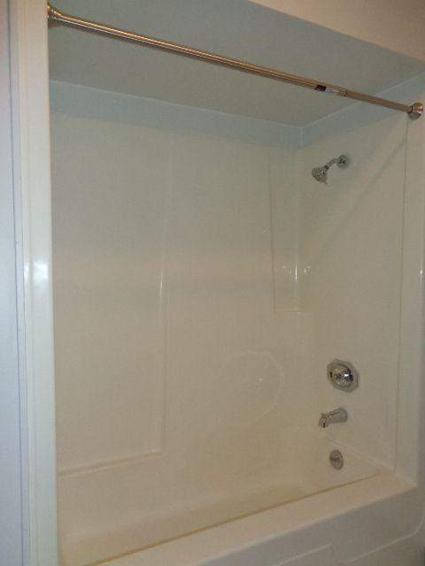 "Full bathroom 6' 6"" x 7' 10"""
