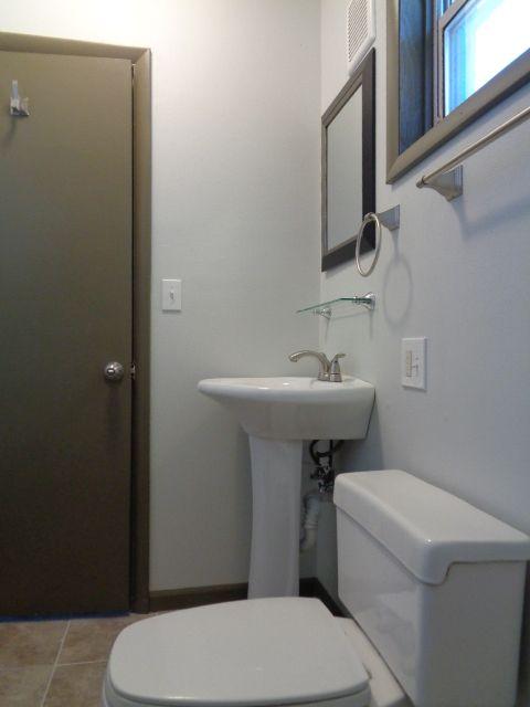 Master bedroom 3/4 bath (40 sq ft).